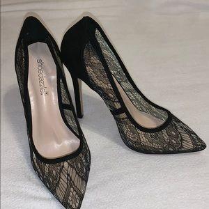 Shoe Dazzle Shoes - SHOEDAZZLE BLACK LACE PUMPS